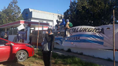 AUDIO: Operarios y la UOM toman planta de Zanella en Cruz del Eje