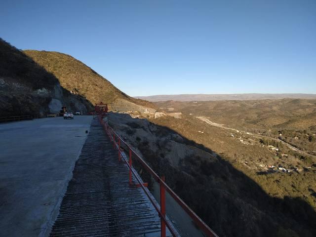 FOTO: La imponente vía en altura de la Bajada de Altas Cumbres