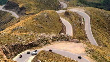 AUDIO: Un auto cayó a un barranco de 80 metros en las Altas Cumbres