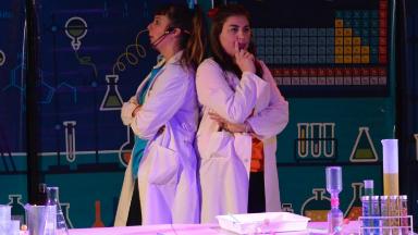 AUDIO: Mini Científicos lleva al teatro su laboratorio infantil