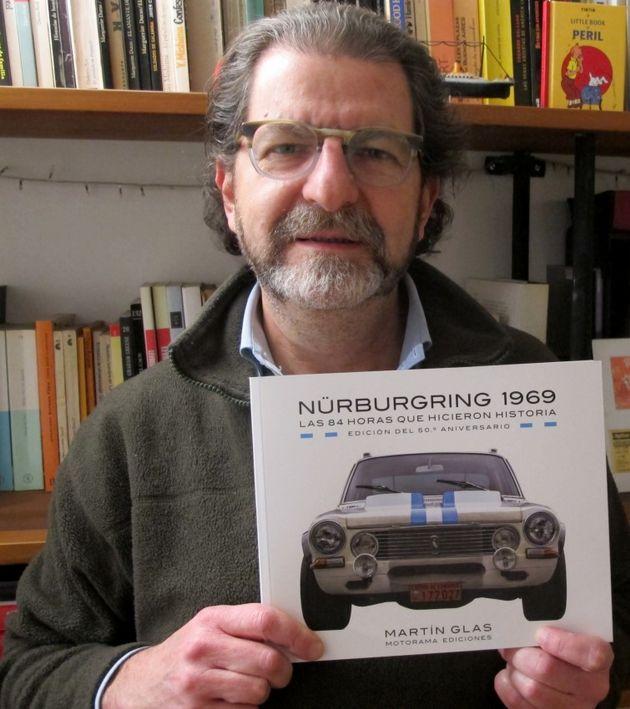 FOTO: Glas en la imprenta con las pruebas del libro que presentará esta semana en Córdoba