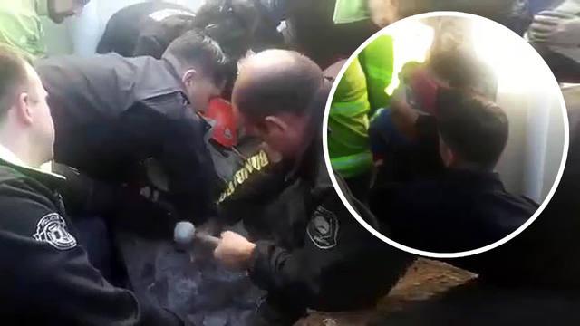 FOTO: Video: así fue el rescate de un bebé atrapado en un desagüe