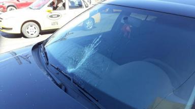 AUDIO: Peleó con un vendedor de cubanitos y le rompió el auto