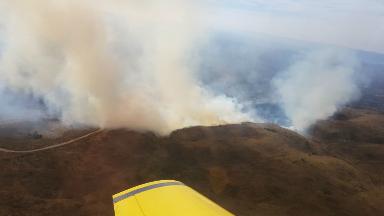AUDIO: Bomberos combaten un voraz incendio en Icho Cruz