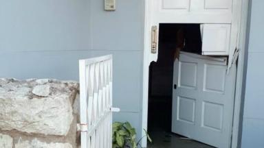 AUDIO: Rompepuertas desvalijaron una casa en pleno centro