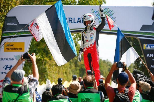 """FOTO: Gárriz y Palazzo festejando la victoria en el podio de las """"100 Millas"""" de TC2000"""