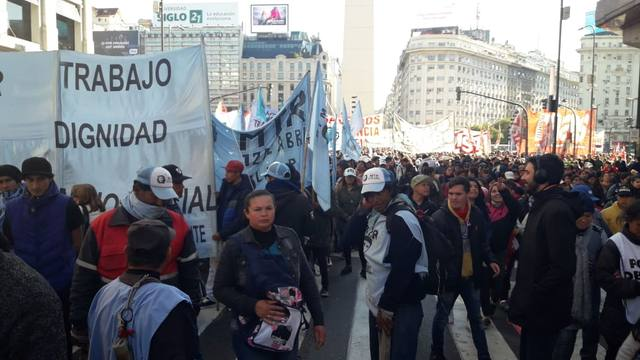 FOTO: Movilizaciones y caos de tránsito en el centro porteño