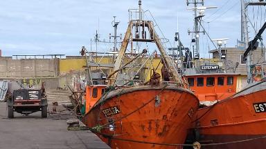AUDIO: Operarios heridos al explotar las baterías de un pesquero