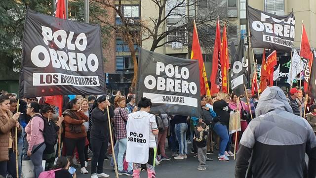 FOTO: Organizaciones sociales marcharon en el centro de Córdoba