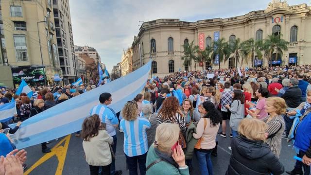 FOTO: Centenares de personas marcharon en Córdoba a favor de Macri