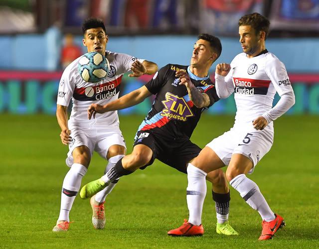 FOTO: San Lorenzo venció a Arsenal y le arrebató la punta