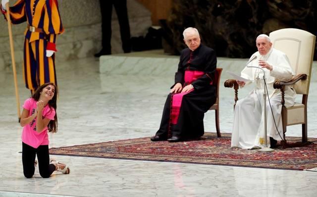 FOTO: Qué dijo el Papa de la niña que irrumpió en su audiencia