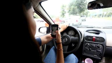 AUDIO: Salta busca agravar las sanciones por conducir con celular
