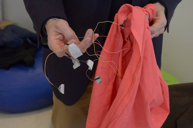 FOTO: Cordobeses diseñan ropa para prevenir muerte súbita en bebés