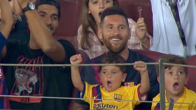 FOTO: Mateo Messi se robó todas las miradas en el Camp Nou