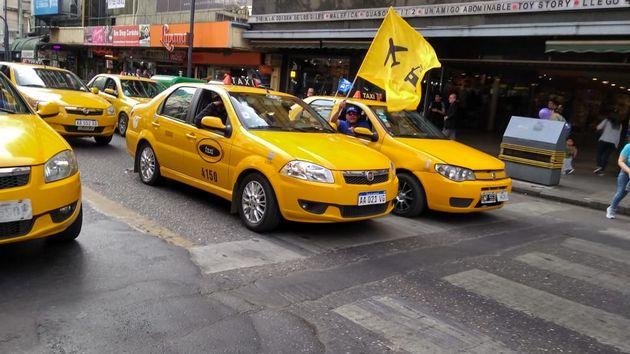 AUDIO: Taxistas y Barrios de Pie paralizan el Centro de Córdoba