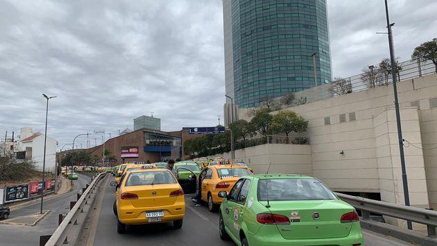 FOTO: Taxista y remiseros, unidos contra Uber en Córdoba