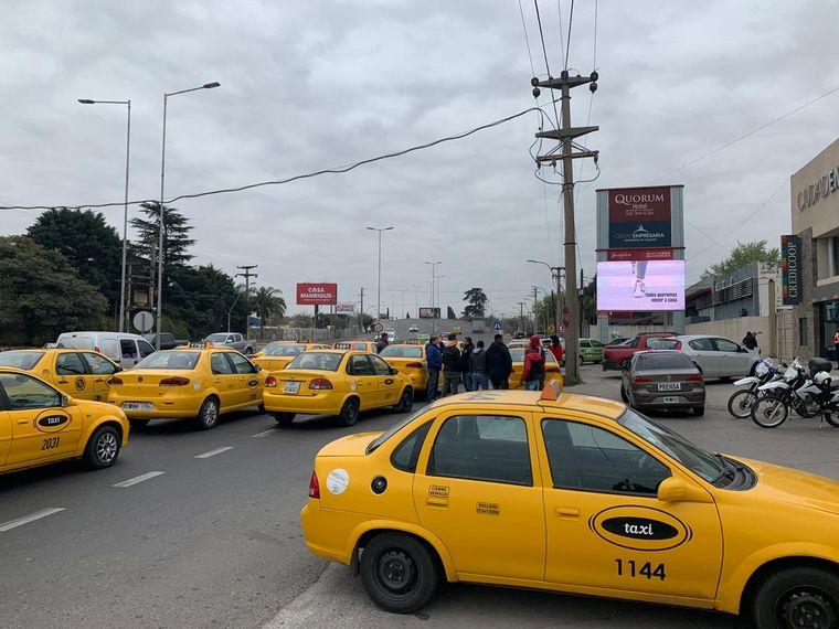 AUDIO: Nueva protesta de taxistas y remiseros contra Uber en Córdoba