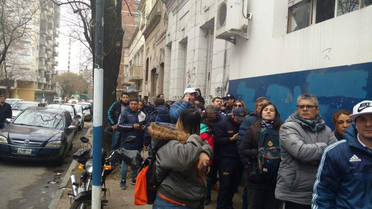 FOTO: Revolución en La Plata por Diego Maradona.