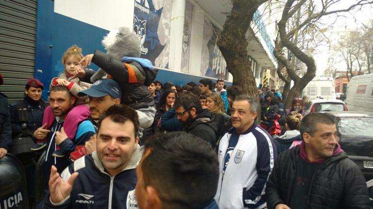 AUDIO: Maradona revoluciona La Plata con su desembarco en Gimnasia (Por Orlando Morales).