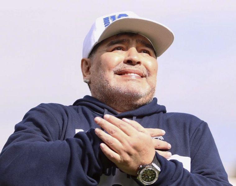 """FOTO: """"El Diego"""" ya está en acción como entrenador del """"Lobo""""."""