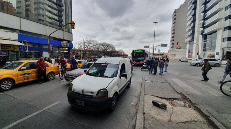 FOTO: Caos de tránsito en Córdoba por la manifestación de taxistas.