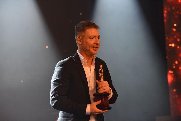 FOTO: Suar recibió el Martín Fierro de Oro del cable por El Host.