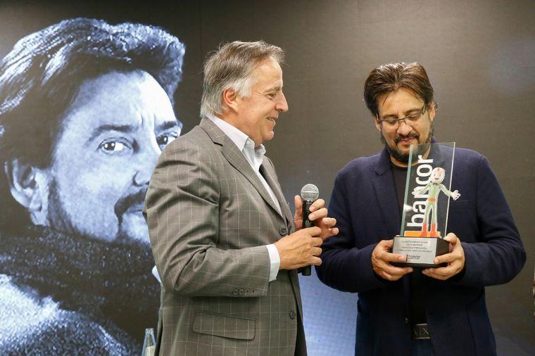 FOTO: Cálida y emotiva charla de Marcelo Álvarez en Bancor