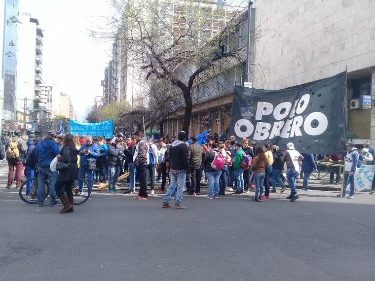 FOTO: El acampe continúa en bulevar Chacabuco