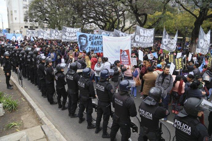 AUDIO: Un grupo de manifestantes se movilizó hacia el Congreso (por Orlando Morales)