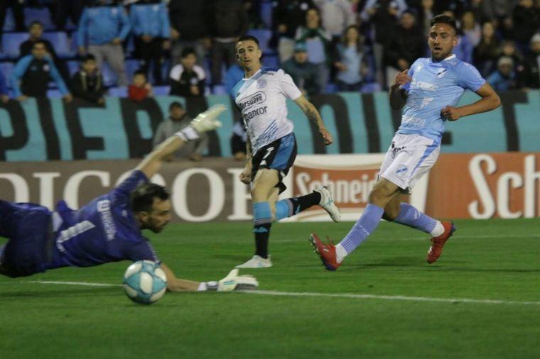 FOTO: Joaquín Novillo se llena la boca de gol tras marcar el tercero (Foto: @Belgrano)