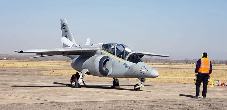 FOTO: El ministro de Defensa, Oscar Aguad, encabezó la entrega del avión.