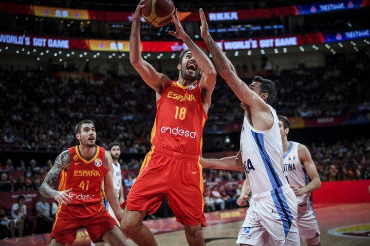 FOTO: La Selección de básquet no pudo con el poderío español.