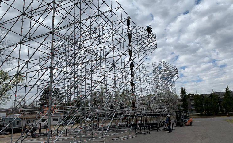 FOTO: Preparativos para la fiesta del día de la primavera en Carlos Paz