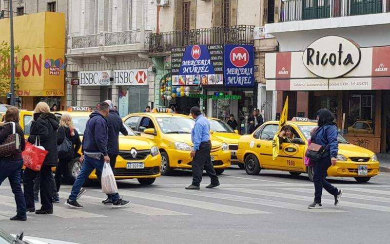 AUDIO: Los taxistas desconcentraron de la manifestación frente al Concejo.