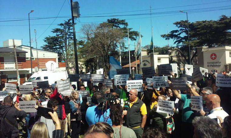 FOTO: Protesta de empleados por posible cierre de El Palomar