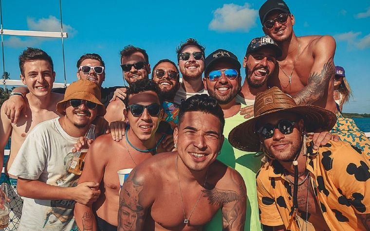 Neymar paga 11 mil euros al mes por conservar a sus amigos