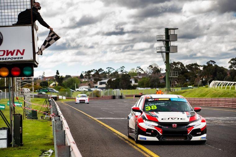 FOTO: El cordobés ganó las tres carreras del fin de semana de TCR Australia