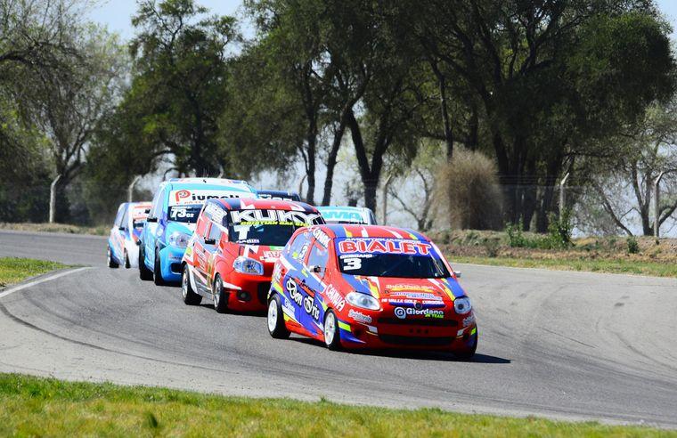 FOTO: Luis Gastaldi y la Dodge ganadores en TC4000. Gent.Apicer Prensa