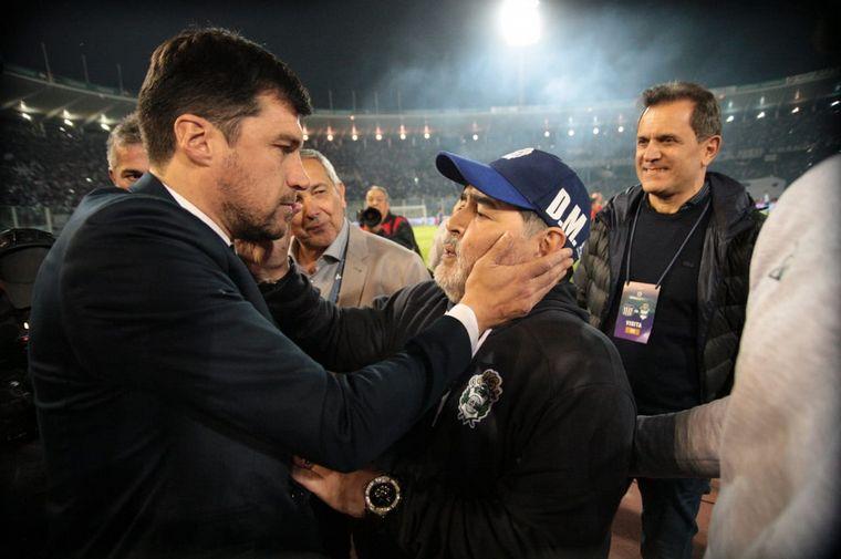 FOTO: Maradona fue ovacionado.