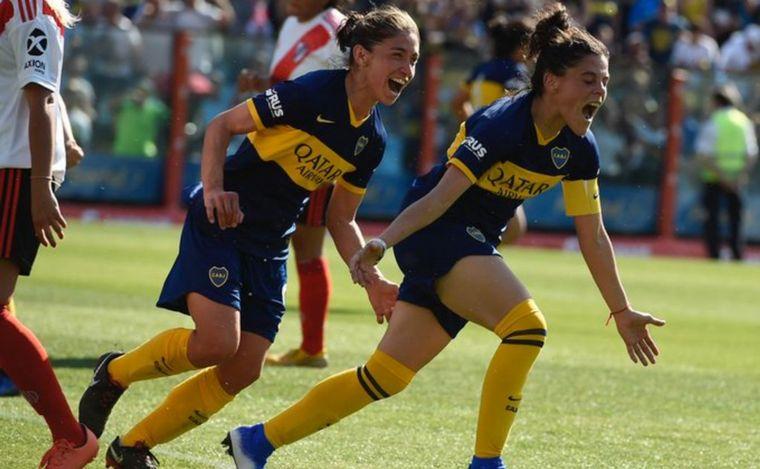 FOTO: Boca no tuvo piedad a River en el fútbol femenino