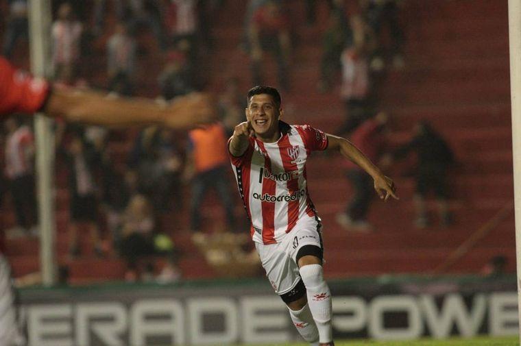 FOTO: Los jugadores de Instituto celebran el primer gol en Alta Córdoba.