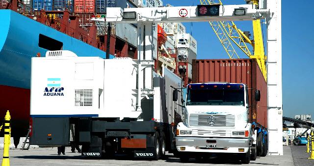 El intercambio comercial registró el déficit más alto del año.