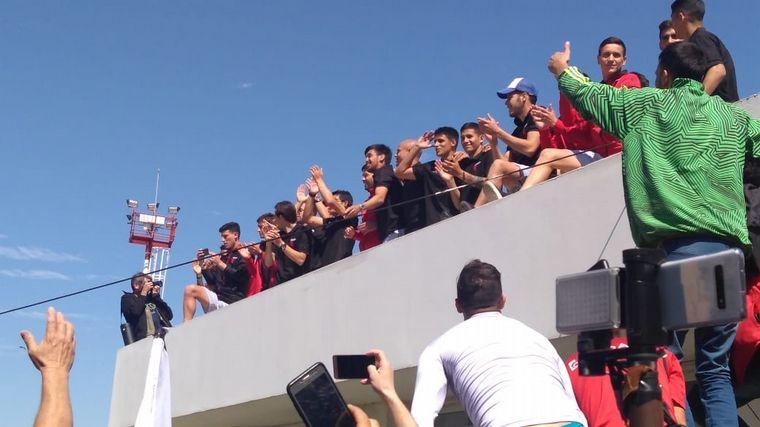 AUDIO: Envuelto en gloria, llegó el plantel de Colón a Santa Fe (Informe de Matías Arrieta).