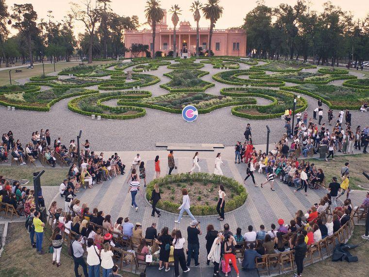 FOTO: Desfile de Nuevocentro en el Parque del Chateau.