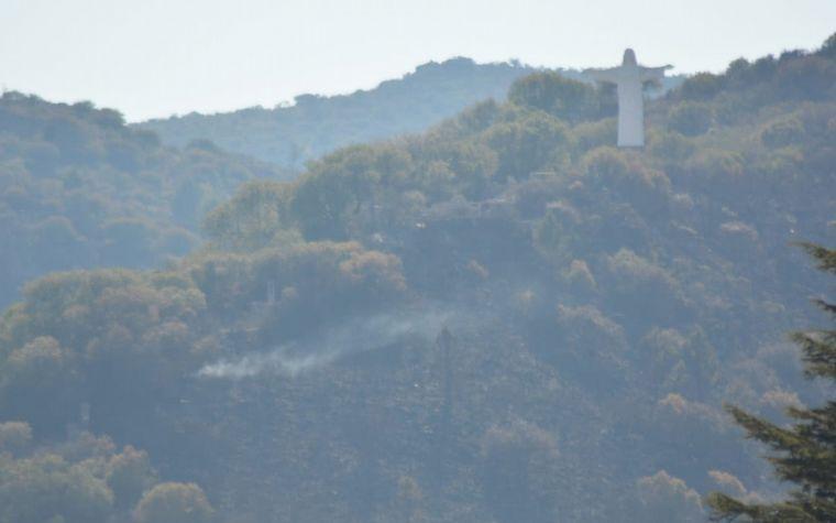 FOTO: El incendio afectó la zona del Cristo en La Cumbre.