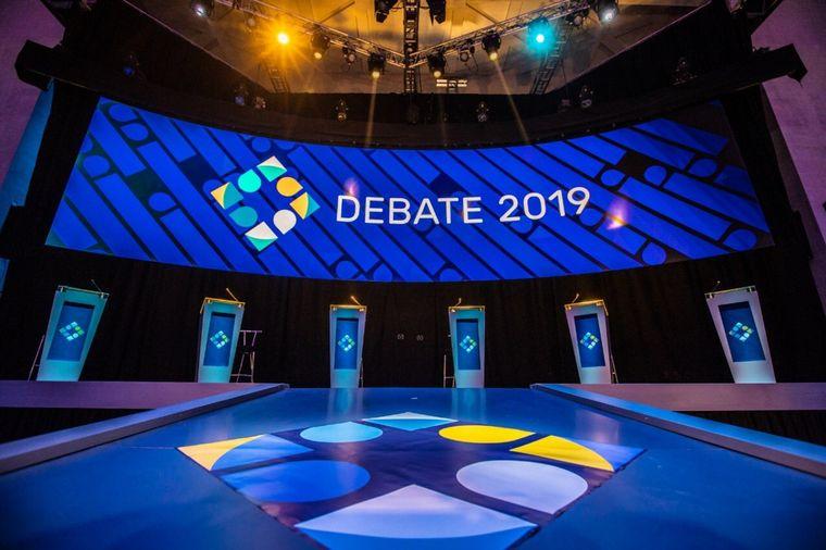 FOTO: Debaten Macri, Fernández, Lavagna, Del Caño, Gómez Centurión y Espert.
