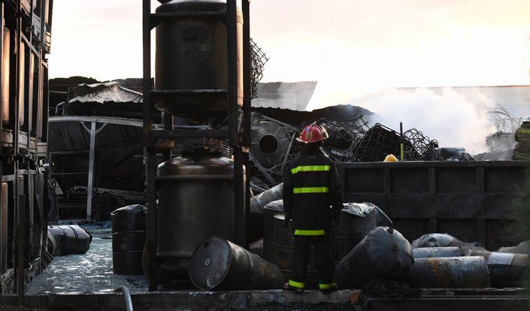 AUDIO: Un voraz incendio afecta a una fábrica en Benavídez
