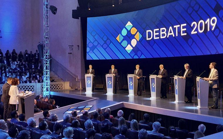 FOTO: Se realizó el primer debate presidencial en Santa Fe.