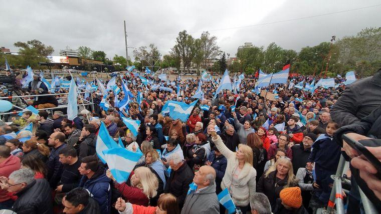 AUDIO: En Carlos Paz, Macri pidió a la gente que vaya a votar (Informe de A. Fonseca)